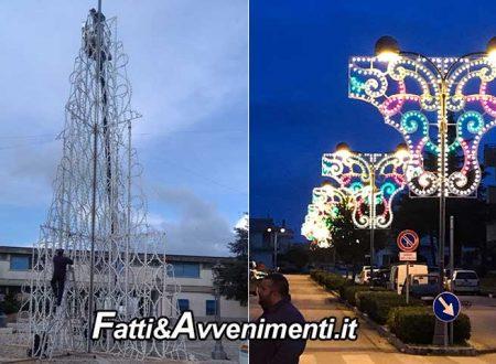 Montevago. Acceso un albero di Natale di 16 metri e 20mila lampadine: il più grande della Valle del belìce