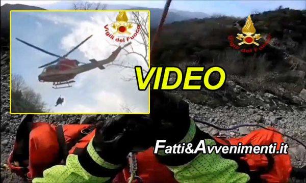 Novara di Sicilia (ME). Motociclista cade in un burrone: il video dello spettacolare salvataggio dei vigili del fuoco