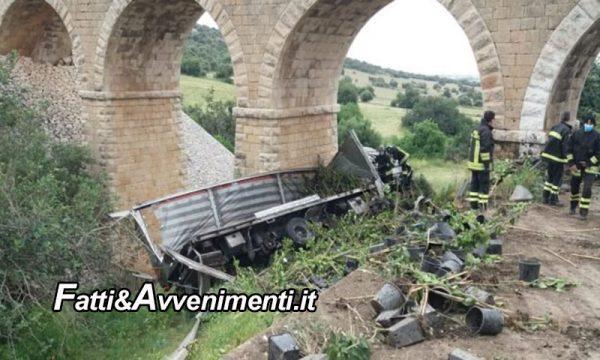 Ragusa. Camion sbanda e vola sotto una scarpata: grave il conducente