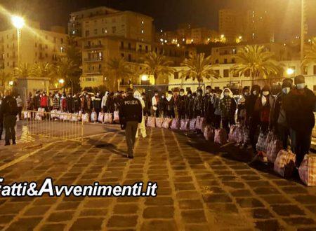 """Lampedusa è una bolgia, 3 sbarchi in poche ore. Arrivati 214 migranti e Musumeci accusa: """"il governo è fermo"""""""