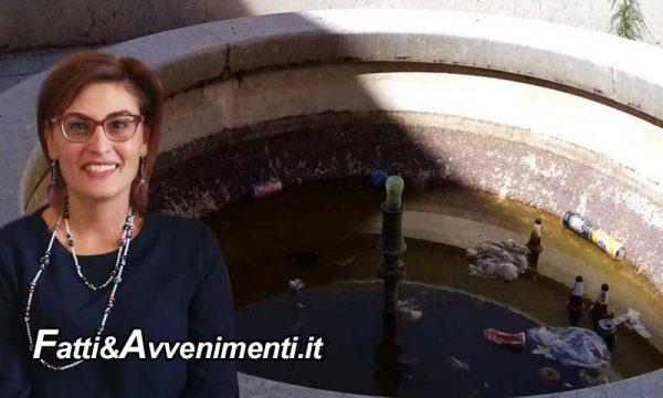 """Sciacca. La fontana di Piazza San Vito trasformata in un """"cassonetto dei rifiuti""""… manifesto dell'incuria"""