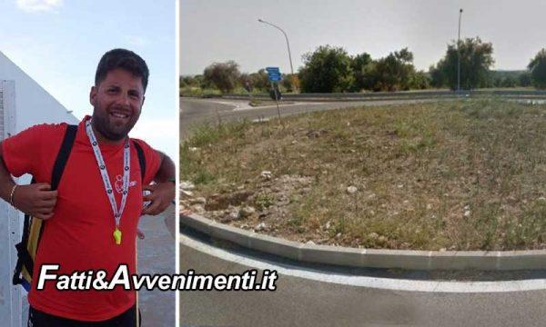 Avola (SR). Perde il controllo della moto e cade rovinosamente sull'asfalto: muore un 22enne