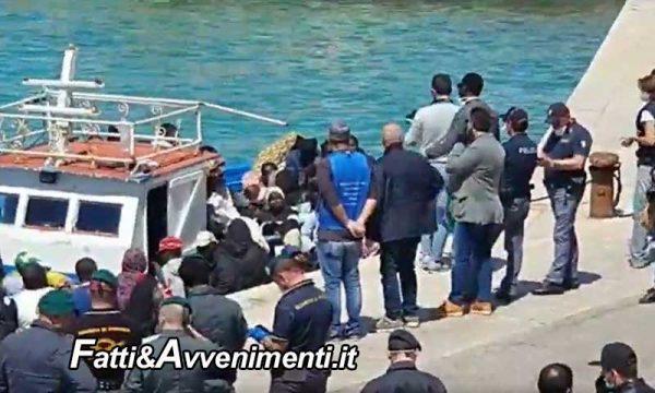 Lampedusa, 306 i migranti arrivati nelle ultime 24 ore, 67 solo stamattina e nesssuno li ferma