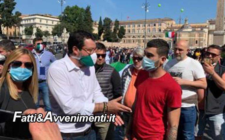 """Roma 2 giugno, Centrodestra in piazza al grido di """"Conte, Conte vaffa…"""", Salvini e Meloni in testa al corteo"""