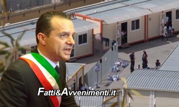 """Messina. De Luca: """"Basta con il mercimonio dei migranti"""" e chiude l'hotspot da dove sono fuggiti in 30"""