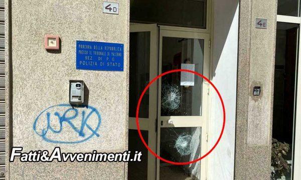 Palermo. Immigrato ferisce a sprangate un poliziotto e poi si scaglia sulla porta blindata della sezione di polizia