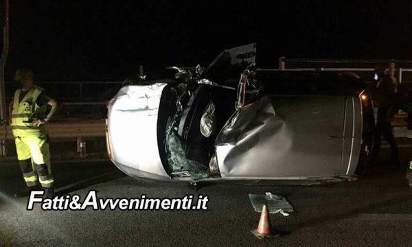 A 29 Palermo-Mazara. Si schianta contro un carro attrezzi e rimane incastrato nelle lamiere: tirato fuori, è illeso