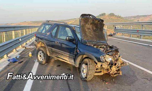 Incidente sulla SS115. Scontro tra due auto sul Viadotto Belice: 4 i feriti, due estratti dai pompieri