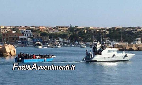 """Lampedusa, sbarcano 302 migranti in 48 ore mentre Roma è impegnata a """"brindare"""" per il nuovo governo Draghi"""