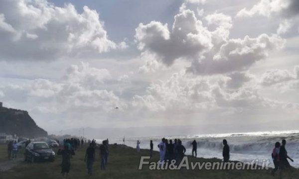 Milazzo. Militare Guardia costiera si tuffa nel mare in tempesta per salvare un ragazzo: è disperso. Ricerche in corso