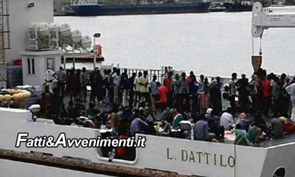"""Sicilia. """"Sold out"""", Centri d'accoglienza pieni e i 217 migranti prelevati da  Lampedusa restano sulla nave Dattilo"""