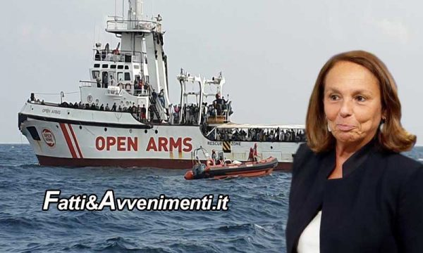 """Lamorgese autorizza sbarco dei 140 migranti rimasti sulla Open Arms: in quarantena sulla nave """"Allegra"""""""