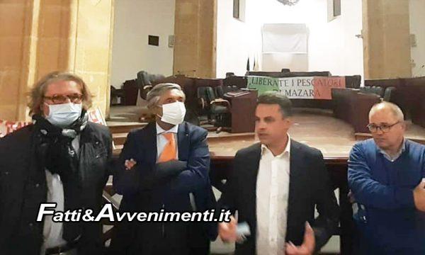 """18 pescatori sequestrati dai libici. Messina (UGL): """"Regione aiuti famiglie e armatori"""""""
