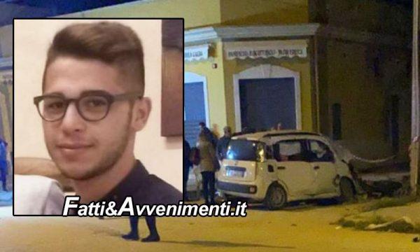 Mazara del Vallo, 21enne si schianta con l'auto contro un palo di cemento: muore sul colpo
