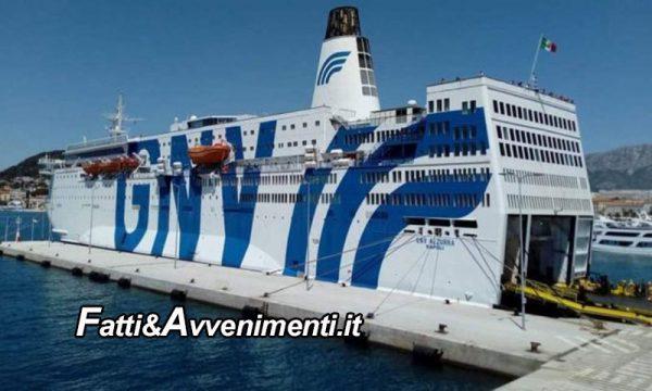 Augusta (SR). Tre migranti pronti ad essere espulsi si gettano in mare dalla nave quarantena: uno è disperso