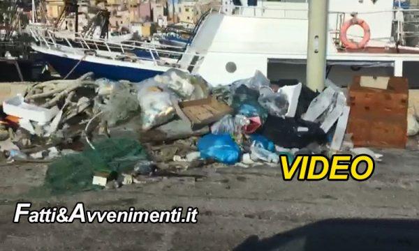 Sciacca. 25 dicembre, Tour panoramico del porto con rifiuti: inutile pulire agli incivili piace così. Buon Natale!!