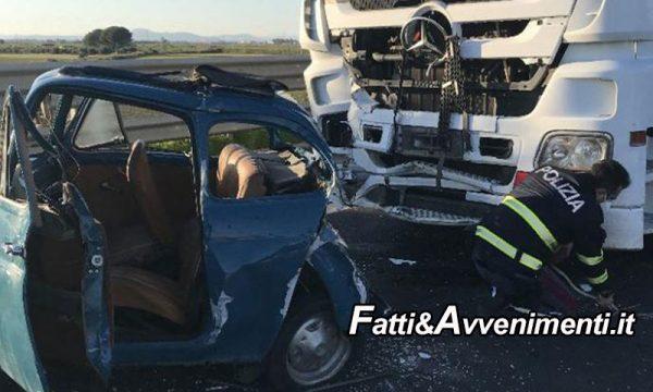 Scontro mortale sulla Catania-Siracusa, un'autocistena travolge un'auto:  perde la vita una donna