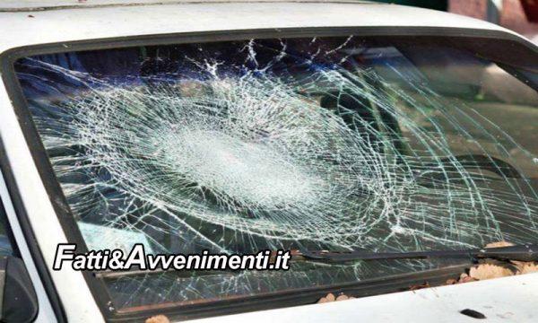 Agrigento. Distrugge 50 auto e moto con una spranga di ferro: 20enne del luogo bloccato e denunciato