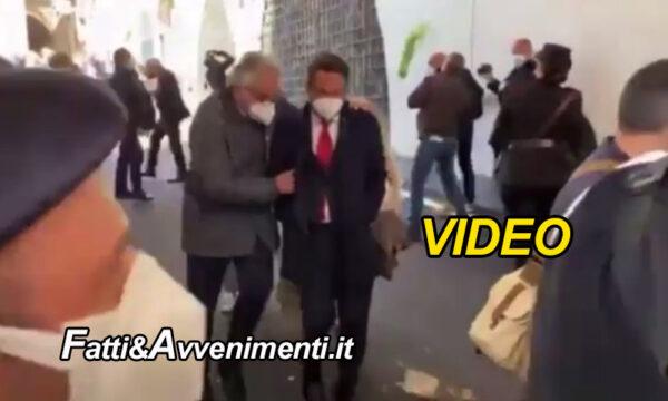 Amalfi. Lancio di uova e ortaggi contro Cancelleri sottosegretario al Mit contestato dagli albergatori