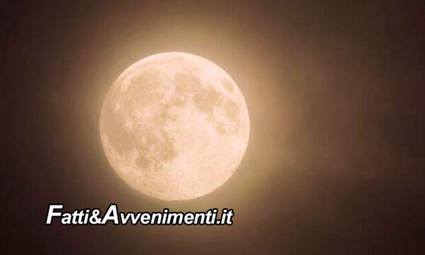 """Questa sera torna la """"Superluna rosa"""" e sarà visibile già in prima serata"""