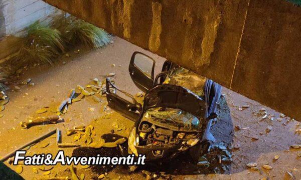 Palermo. Auto vola da viadotto: gravissimi due giovani di 30 e 26 anni estratti dai vigili del fuoco