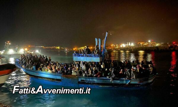 """Continua il """"trasferimento"""" di tunisini a Lampedusa: 28 barchini con 643 migranti ieri, oggi altri 7 sbarchi con 137 migranti"""