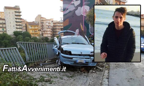 Ragusa. Tragico incidente all'alba, l'auto sbanda e si schianta su un'inferriata: muore un 21enne