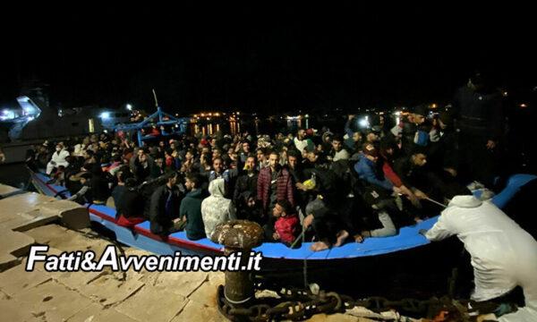 Lampedusa, continua l'invasione: 519 migranti sbarcati nelle ultime ore, 325 in un solo barcone