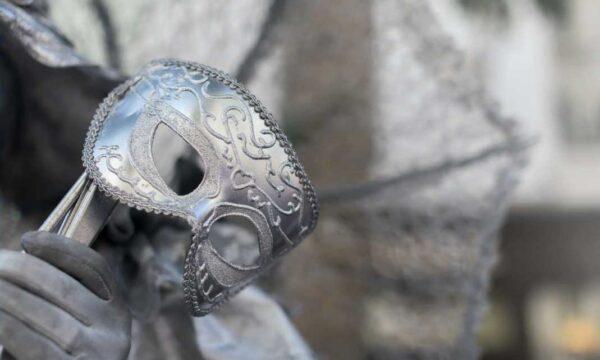 Le maschere tra cultura contemporanea e tradizione: dal cinema al carnevale, senza dimenticare il passato