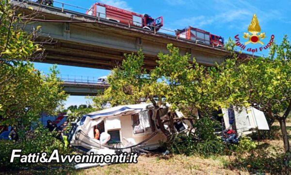 Messina. Auto con barca al seguito vola da un ponte dell'A20: morto un passeggero, ferito gravemente l'altro
