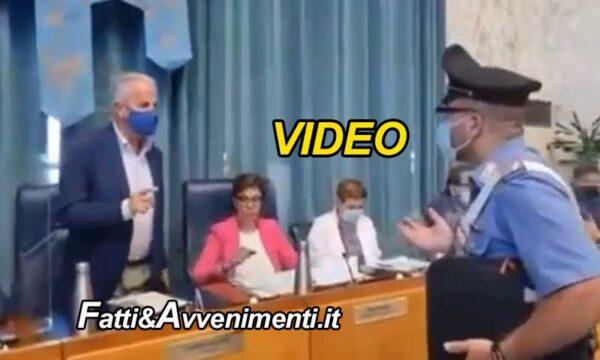 """Imperia. I carabinieri: """"Dove sono le mascherine?"""". Sindaco Scajola: """"vi ordino di uscire, qui non potete entrare"""""""