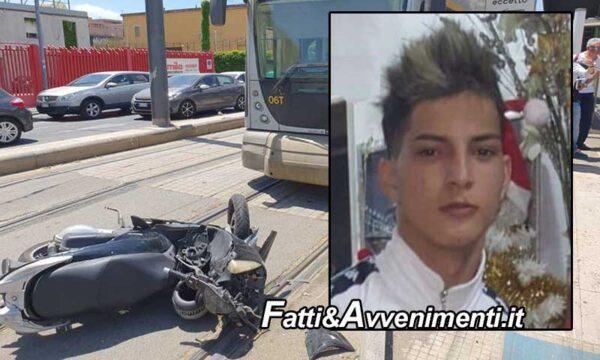 Messina. Scooter si scontra con auto e un tram: 20enne muore in ospedale dopo 40 minuti di tentativi di rianimarlo