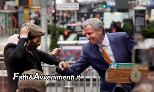 Il sindaco di New York da 100 dollari ai cittadini che si faranno la prima dose del vaccino