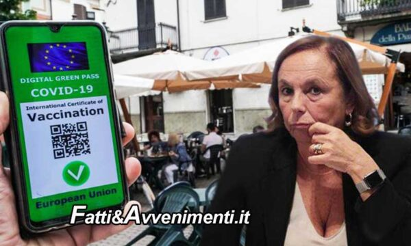 """Green pass, nuova circolare della Lamorgese, ma la """"pezza è peggio del buco"""": ecco chi deve controllare"""