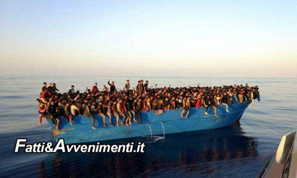 Lampedusa. Barcone con 550 migranti, di cui solo 3 donne, arriva sotto costa senza essere visto