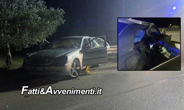 Castelvetrano. Auto si schianta sul guardrail che trancia lo sportello: muore una 36enne, ferito il marito