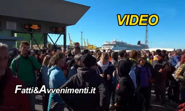 Green pass da oggi obbligatorio per lavoratori: blocchi nei porti di Trieste, Genova e Ancona. Diretta Video